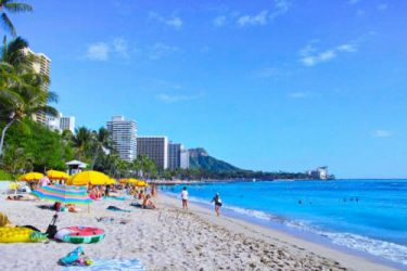 ハワイのビーチ、ウィーンで観劇、温泉でゆったり…自宅でなんちゃって「妄想旅」を楽しむ方法