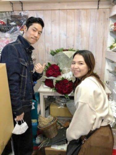 式延期のカップルに人気 108本のバラのブーケ
