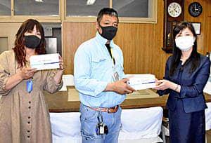 『暴れん坊』が怒らせてた先生に恩返し!児童へ「マスク」贈る