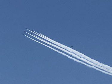 ブルーインパルスが東京の空に描いた「感謝と敬意」の輪