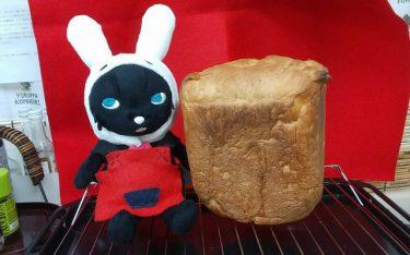 「社長が焼いてくれたパンを食べてる」パン焼き機のある出版社、素敵すぎる日常の一コマがネットで話題
