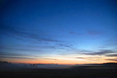【いつか見たい世界の初夏絶景】幻想的な白夜の空「フィンランド・ヘルシンキ」