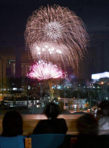 琵琶湖で「非密」の花火