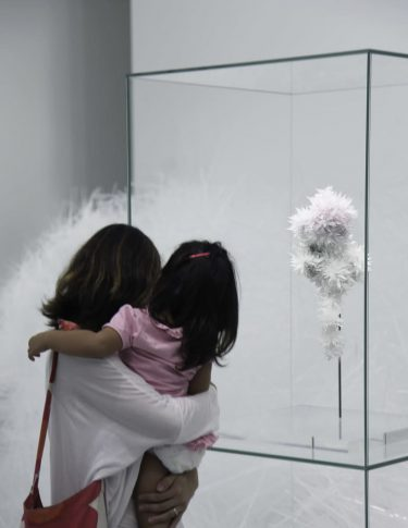 誰もが思い出して、生まれ変わる:「おさなごころを、きみに」が東京都現代美術館で開催