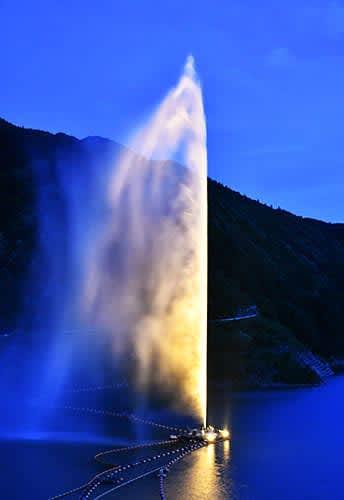 寒河江ダムと大噴水ライトアップ