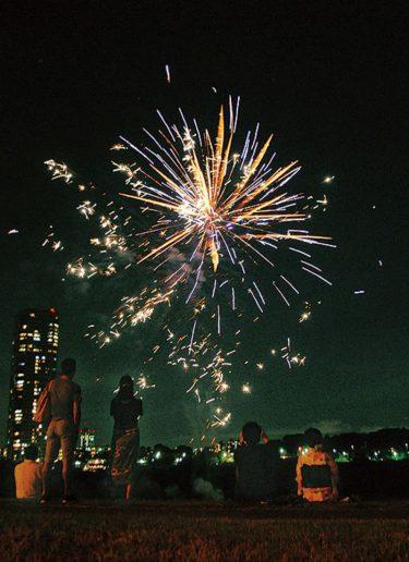 多摩川で「希望の花火」 7月25日、河川敷で5分間