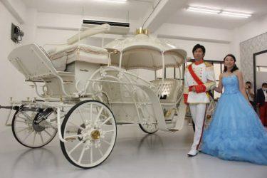 日本で1台だけ!シンデレラの馬車と一緒に写真はいかが?コロナ禍で大打撃、ブライダル業界の挑戦