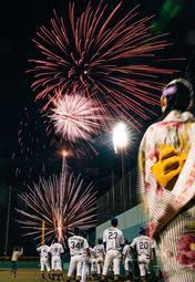 「ブルサン」初の花火ナイター 野球・関西独立L試合で100発夜空に