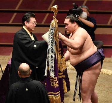 照ノ富士、史上最大の復活V!苦難乗り越え…5年ぶり2度目「続けてきて良かった」