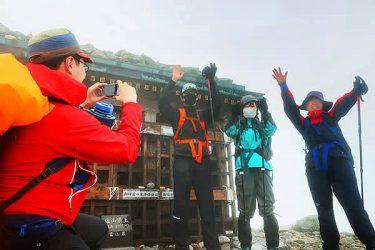 マスク姿で登頂 きょう10日「山の日」