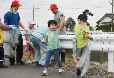 市民40人がごみ拾い 川副町の水路