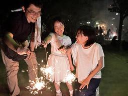 夏の終わりに花火で思い出 神戸・東遊園地で「夏送り花火」