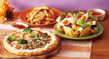 ココスのハロウィンセットがお得! ツインピザ、山盛りポテトにサラダまで付いてるよ。