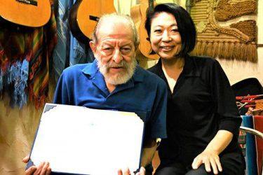 アルゼンチンと日本を音楽でつなぐシルビオさん、大使館から表彰 沖縄で料理店開き38年