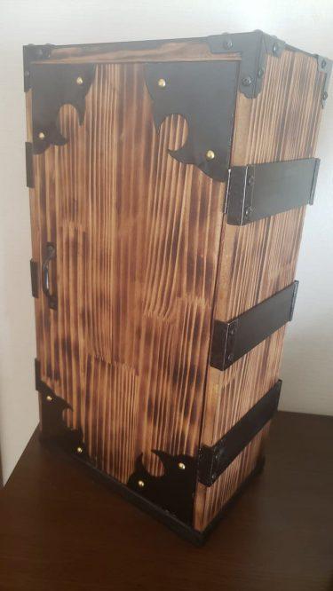 お父さん手作りの「禰豆子箱」が見事すぎると話題 単行本もぴったり収納できて…鬼滅ファンびっくり