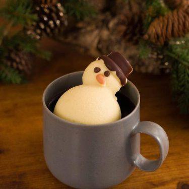 【カルディ】映えるホットチョコ登場! カップに浮かぶ雪だるまがめちゃカワ。