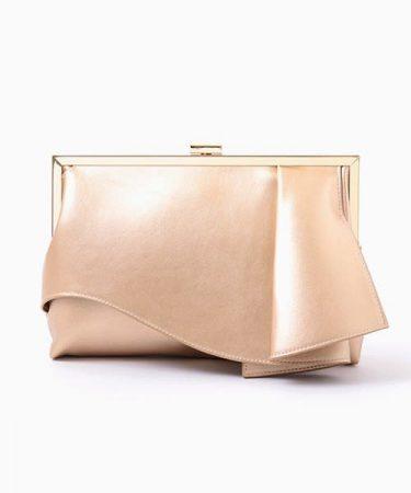 結婚式のお呼ばれバッグ、マナーは? 外さない選び方とアイテムを伝授!