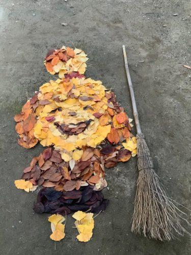 落ち葉だけで…「あつ森」のしずえさんが⁉︎ 高校の先生が作る落ち葉アートのすごすぎる再現度