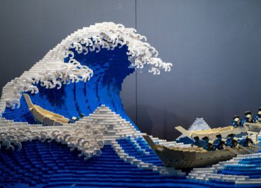 「神奈川沖浪裏」をレゴで再現。400時間かけた超絶技巧に称賛の声【画像集・動画】