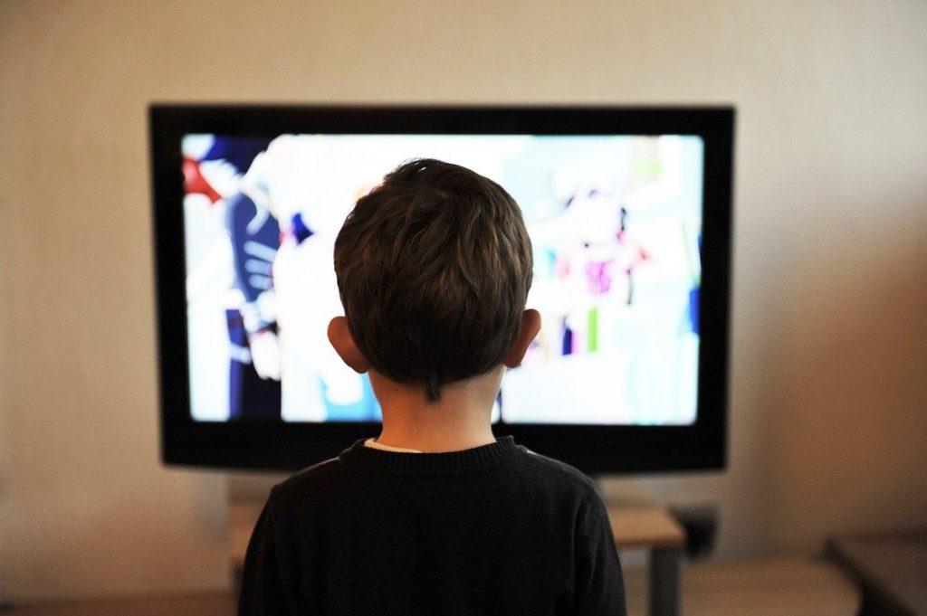 【年末年始の過ごし方】2.年末年始の大定番!テレビ鑑賞をする