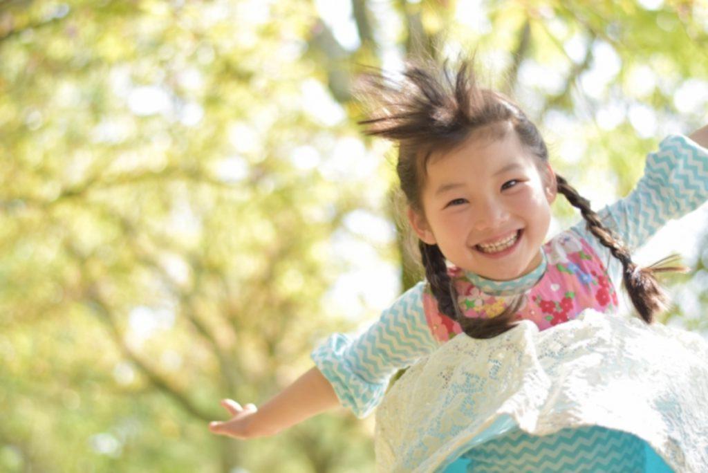 ジャンプする女の子のイメージ