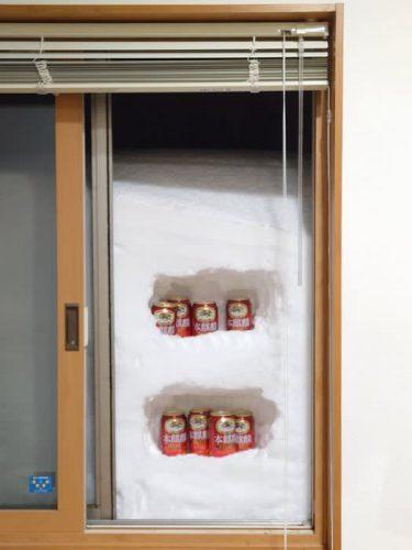 窓を開けたら冷蔵庫!「こうなったらもう、楽しんだ者勝ち」にキリン公式も反応、大雪にビール冷えてます