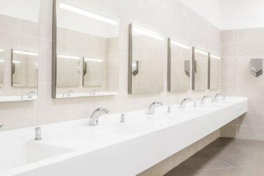 職場のトイレ、ふと壁を見ると… 仕事そっちのけで見入ってしまうポスターが話題