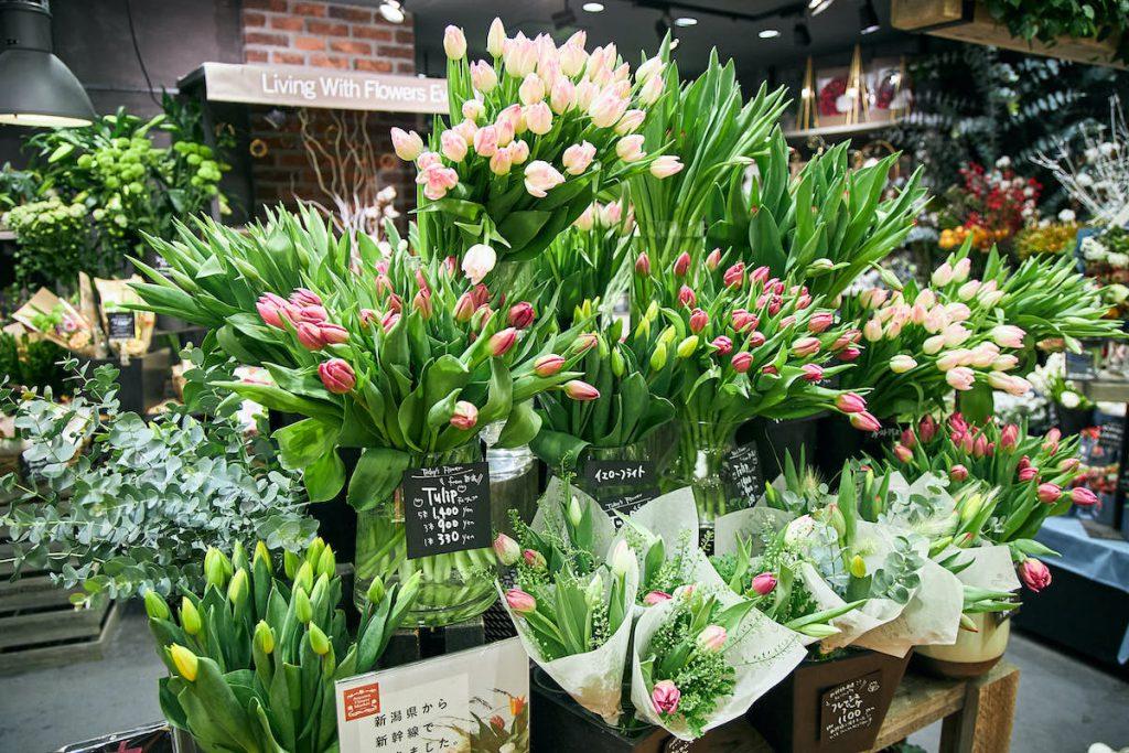 新幹線で届けられた、青山フラワーマーケットグランスタ東京店のチューリップイメージ