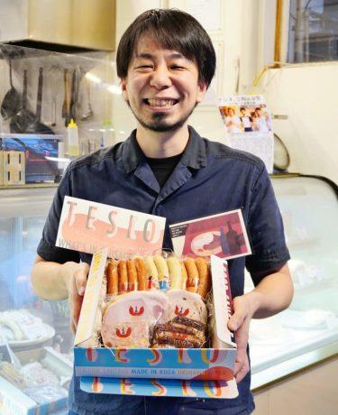 「泣きそうになった」SNSで賞賛が続々 沖縄の店主がソーセージに詰めた魔法とは?