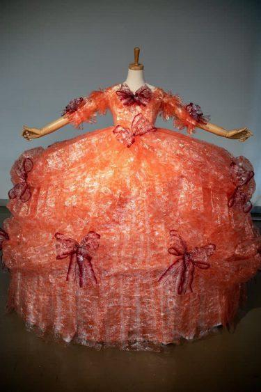 定番お菓子がドレスに! 4000個使った作者の愛に「好きを極めた作品、素敵です!」