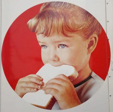 ヤマザキのパン配送トラック、車体に描かれている「女の子」は誰?…「スージーちゃん、実在の人物です」