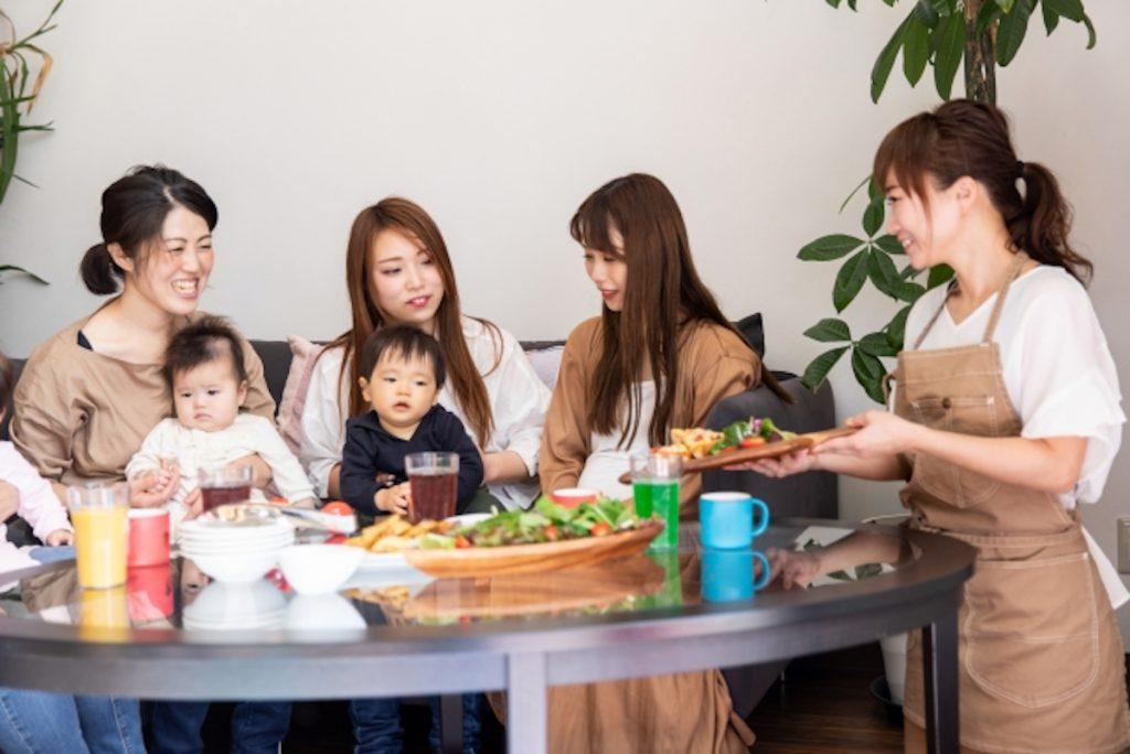 子どもと触れ合える飲食のバイトイメージ