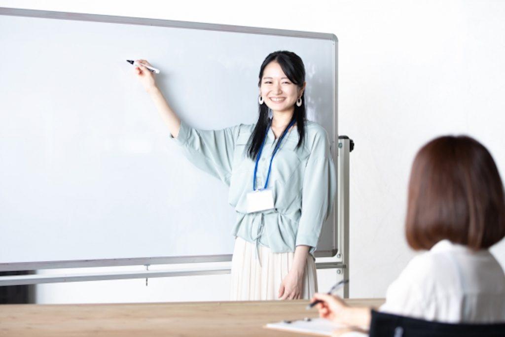子どもと触れ合える塾講師のバイトのイメージ