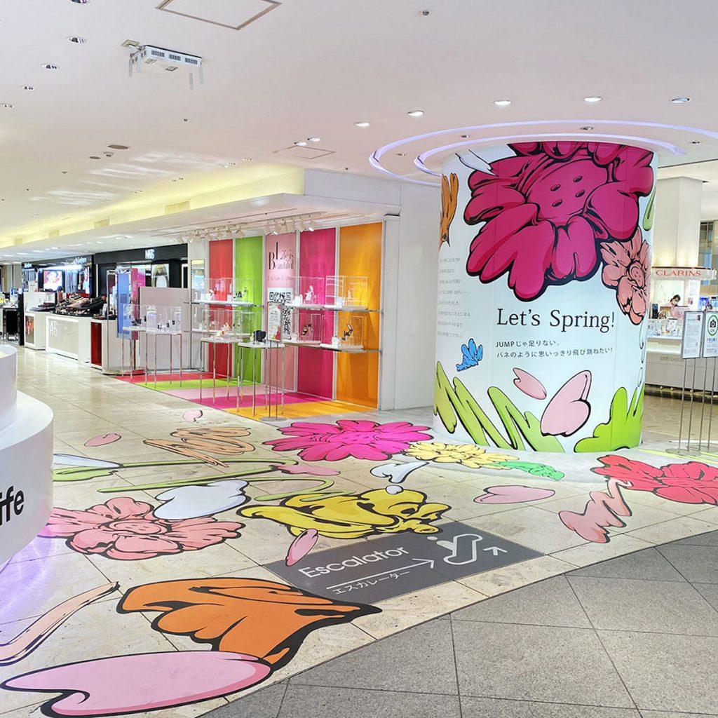 西武渋谷店エントランスに描かれたSHUN SUDOのボタンフラワー