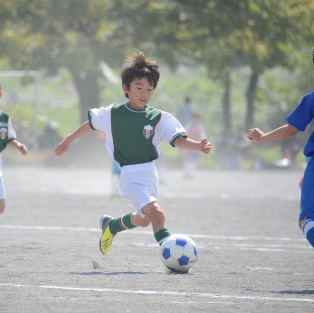 子供の習い事ランキング「球技などの団体スポーツ」例:サッカーのイメージ