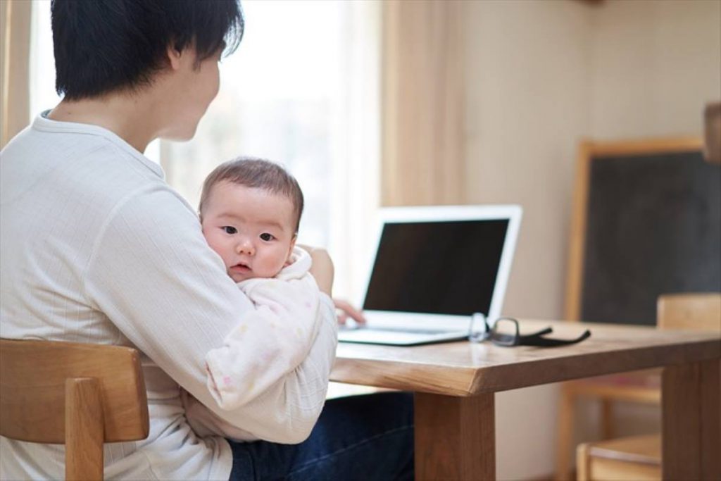 お父さんと赤ちゃんのイメージ