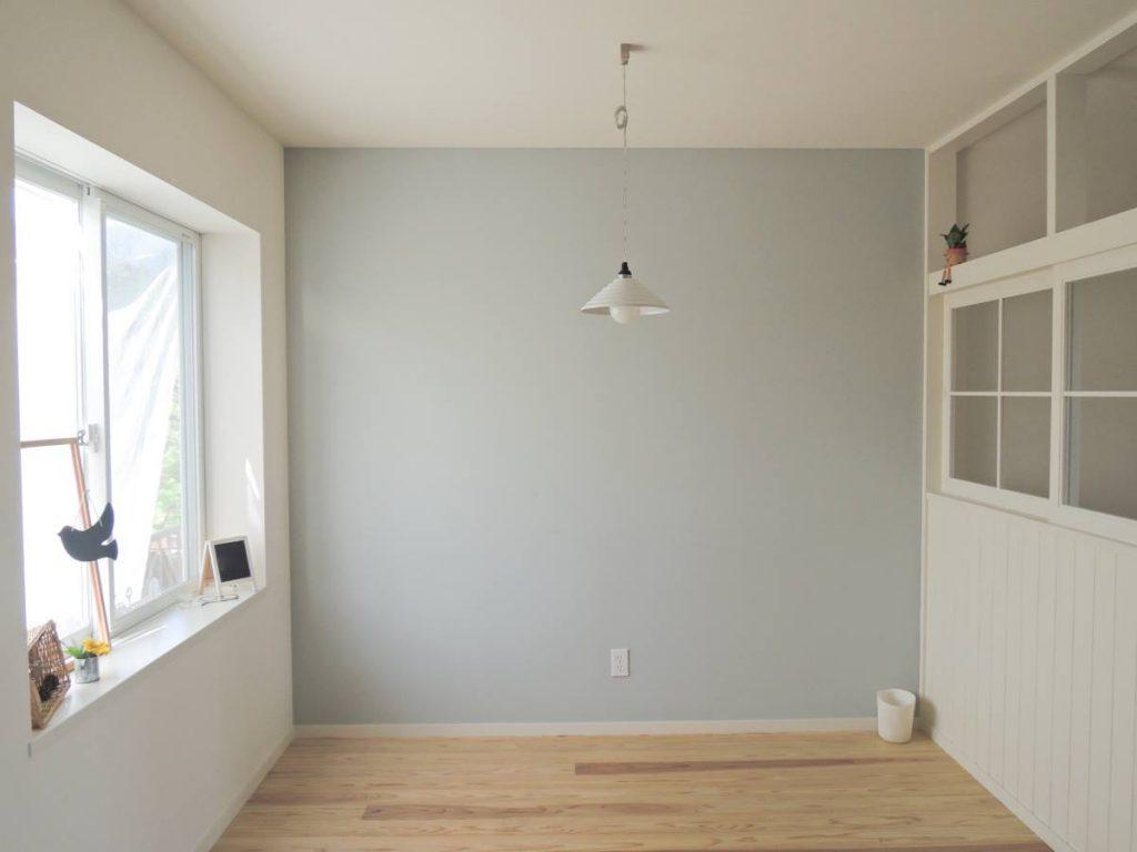 【広いリビングのデメリット1】大きな家具を置かないと殺風景になってしまう