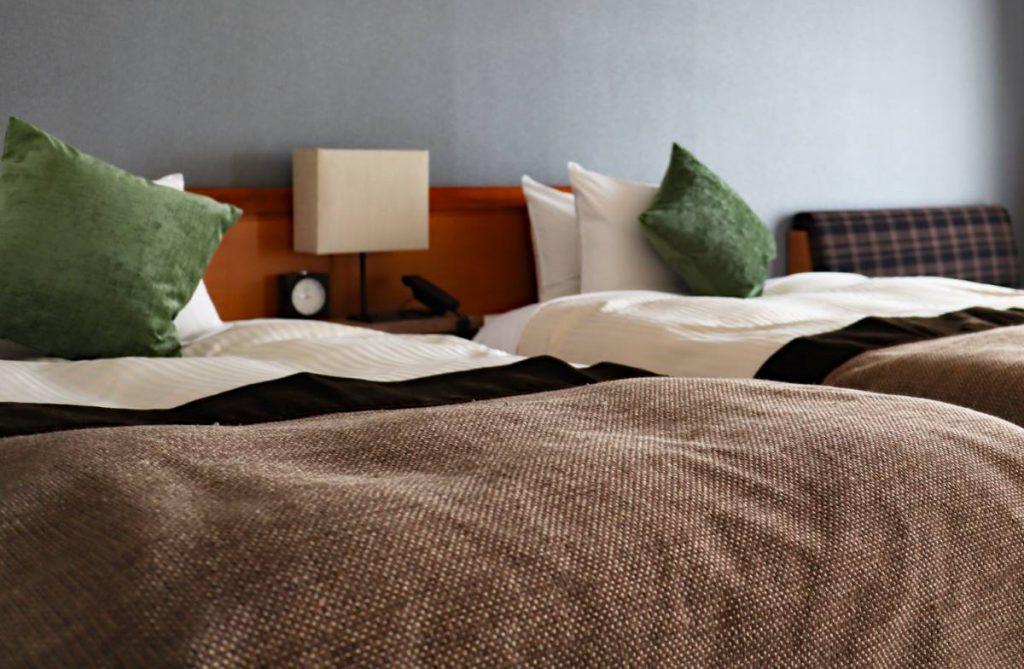【広いリビングを活かした間取り・レイアウトのアイデア1】寝室は必要最小限に