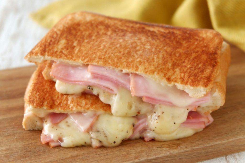 コストコラクレットチーズのレシピ「チーズホットサンド」