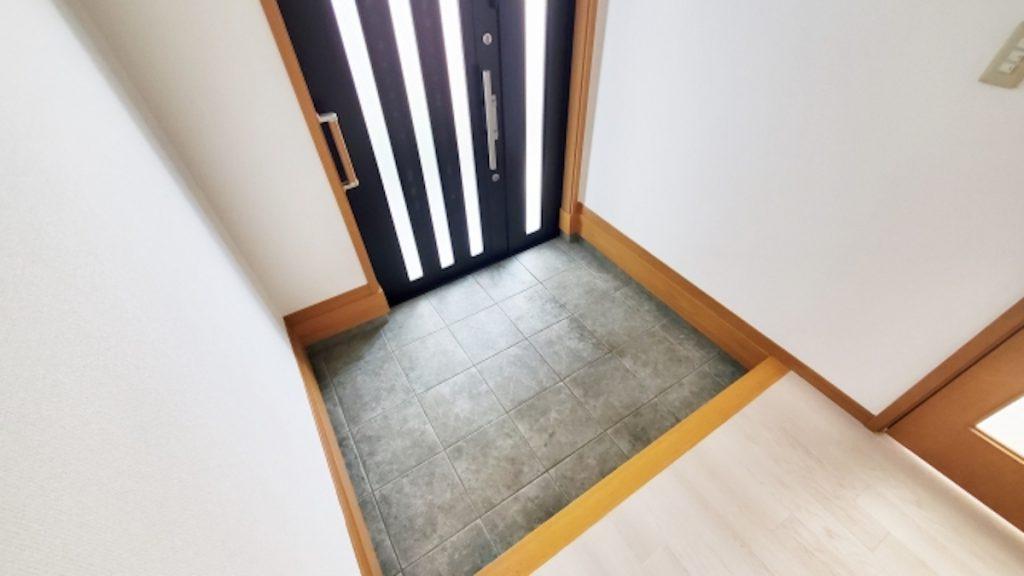 玄関と階段の位置から間取りを決める
