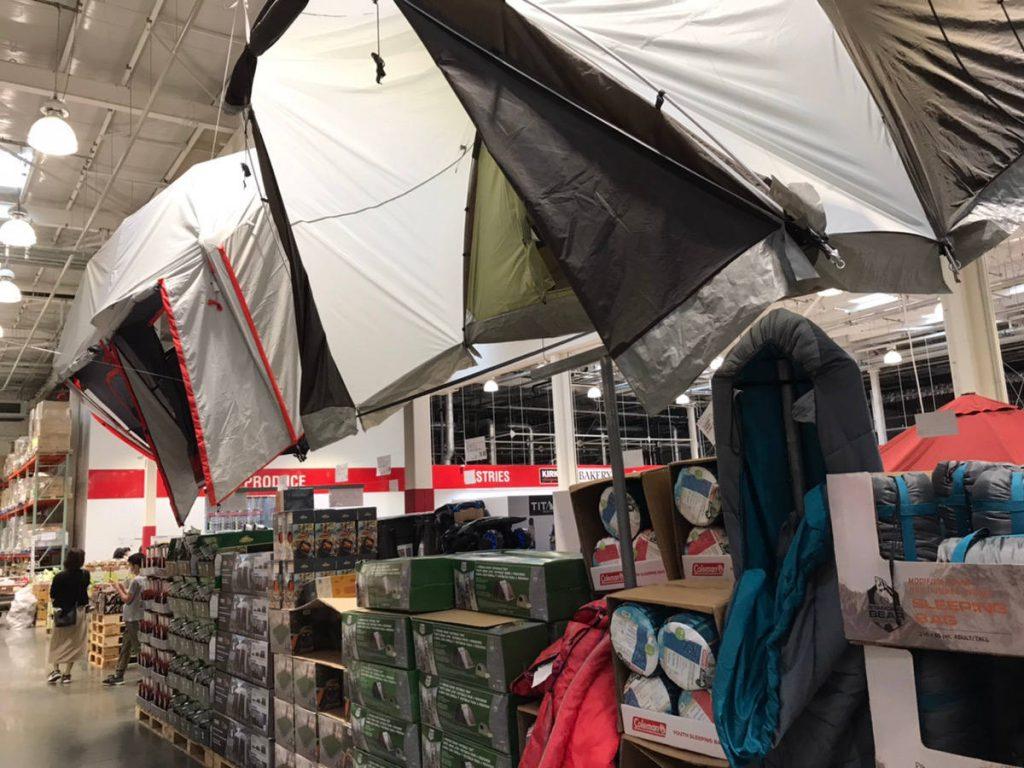コストコ店頭で展示されているテント
