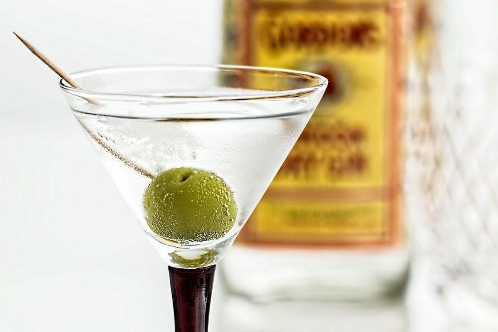 クラフトジンの飲み方②カクテル「マティーニ」のイメージ