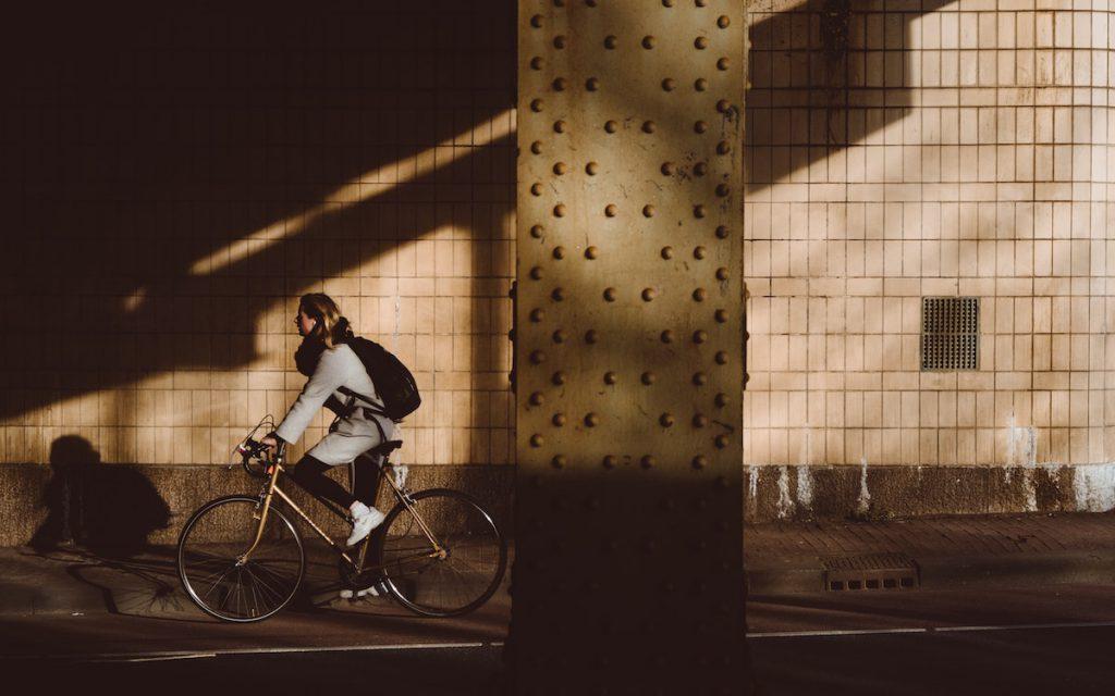 カジュアルな服装での自転車通勤