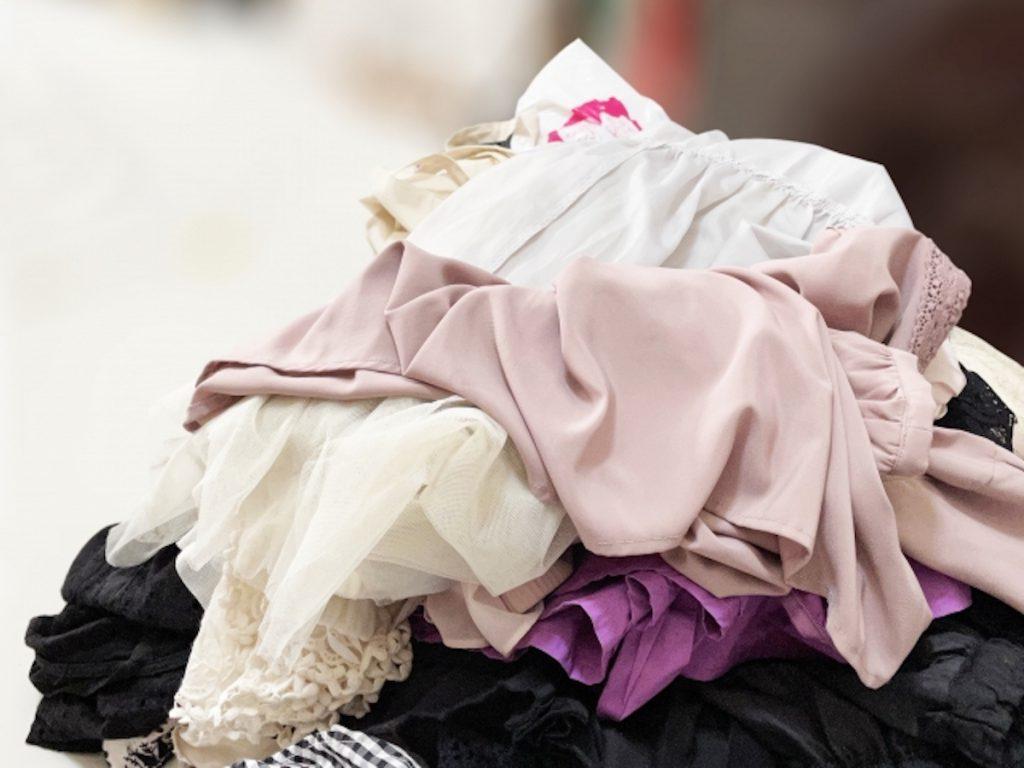 【服の捨て方⑦】販売店の衣類回収ボックスを利用する