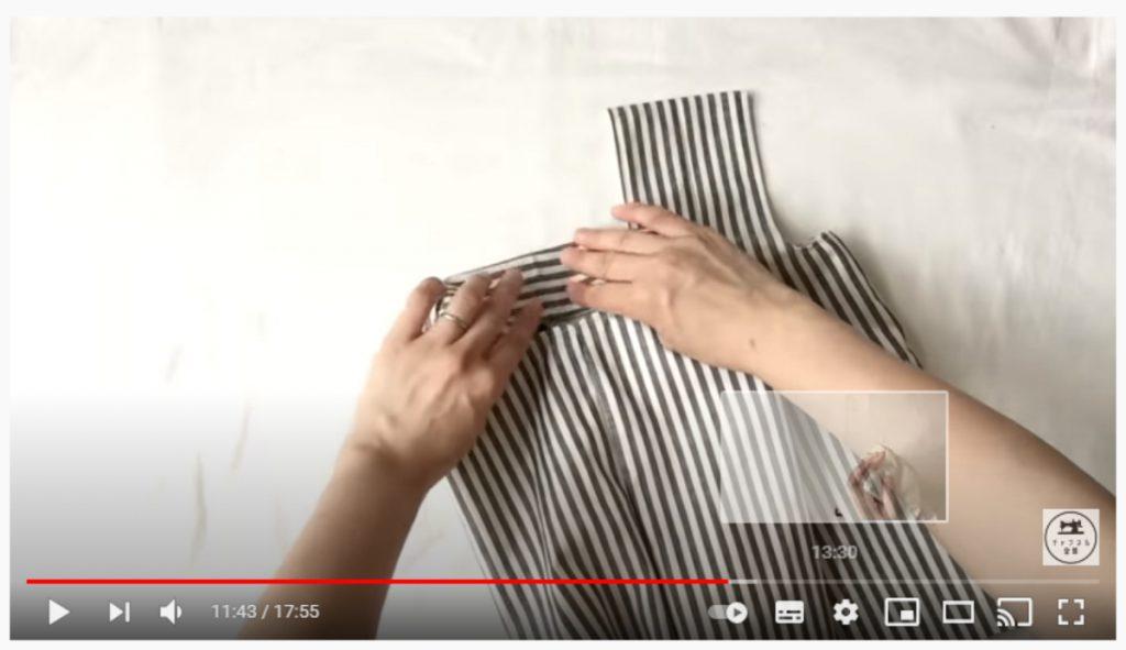 手順17.持ち手の真ん中にアイロンで折り線をつけ、半分の細さになるよう折ります。_2