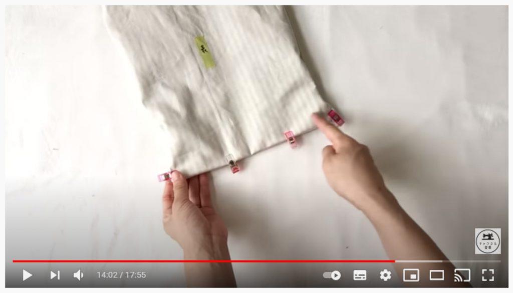 手順22.底の部分の端から1cm内側を縫い、表に返します。