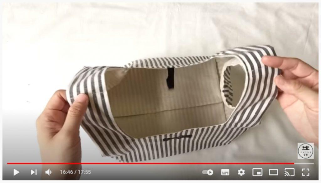 手順23.バッグを開き、底と脇の中心を合わせて外側からまち針で固定し、底の三角の部分を縫って完成です。_2