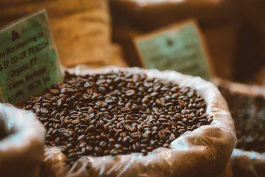 フェアトレードコーヒーとは?カルディやコンビニで気軽に買えるおすすめ商品10選